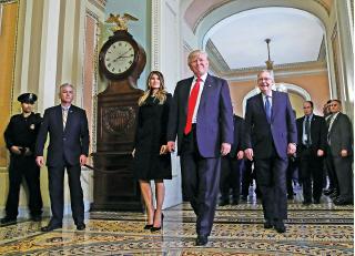 當選總統特朗普11月10日在華府國會大廈見記者,作為世界上最強大國家最有權力的人,特朗普的一舉一動將成為全球關注焦點。(Getty Images)