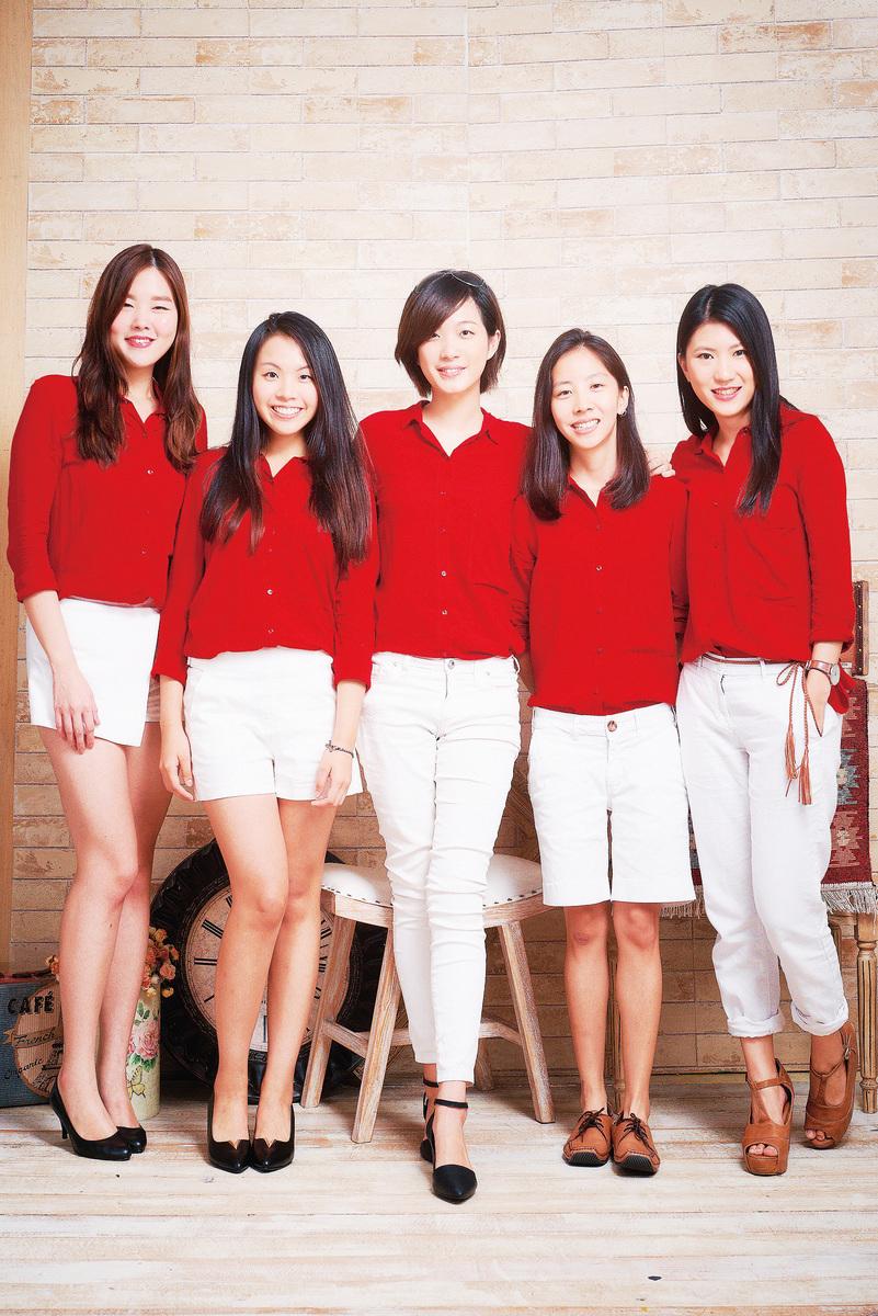 土女時代5位共同創辦人,中間為執行長范瑄。(土女時代提供)