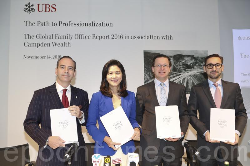 左1、2為瑞銀財富管理環球家族辦公室大中華區主管Enrico Mattoli、大中華區主管及瑞銀香港區主管盧彩雲。(余鋼/大紀元)