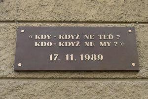捷克民眾紀念「天鵝絨革命」27周年