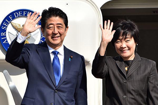 日本首相安倍晉三(左)期待2月上旬訪美,與特朗普舉行高峰會。(Getty Images)