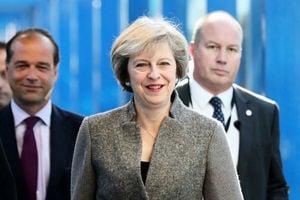 英首相重申脫歐程序啟動時間 官員兩難