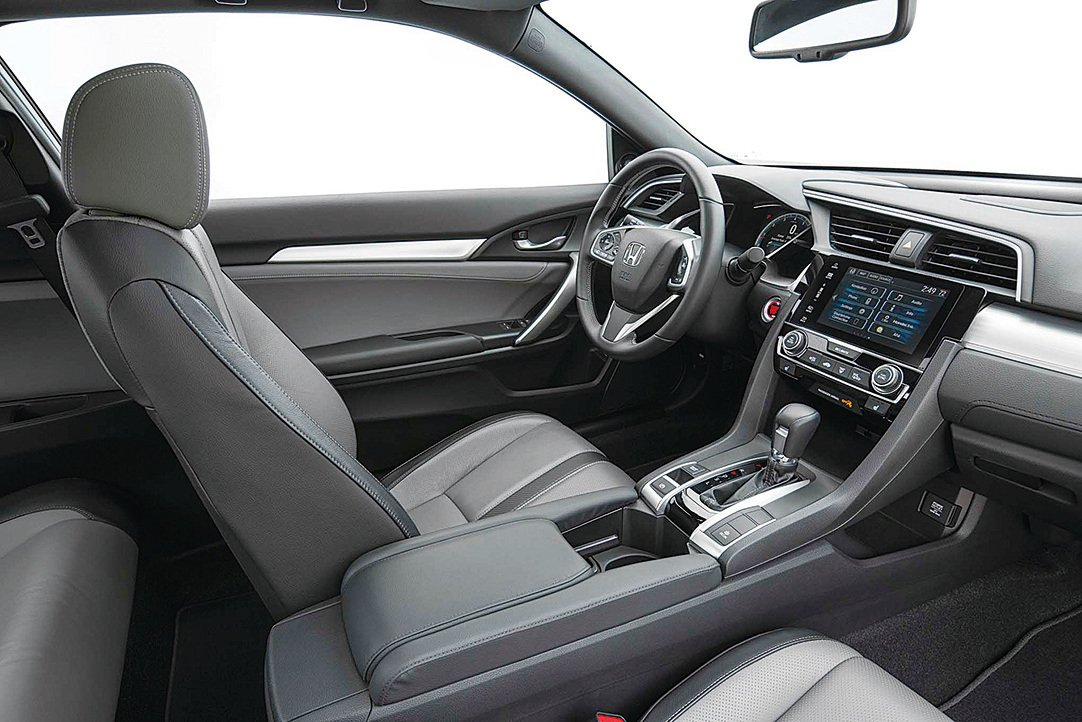 Civic Coupe舒適的駕駛空間,可配真皮座椅。