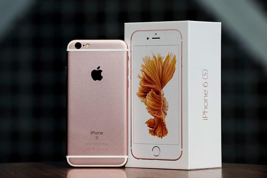 蘋果在聲明中表示,受電池影響,部份於2015年9月至10月期間生產的iPhone 6s手機批次會出現突然自動關機問題。(Xaume Olleros/Bloomberg via Getty Images)