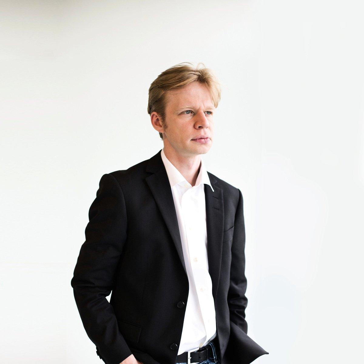 丹麥著名電視節目主持人克萊門·比亨特·克斯古(Clement Behrendt Kjersgaard)(網絡圖片)