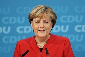 德保守派政黨同意 提名默克爾競選總理