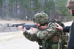 買槍、玩槍、擁槍和AK-47
