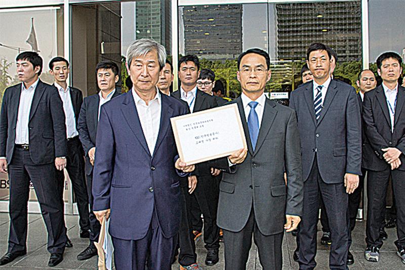 神韻韓國主辦方要向KBS社長高大榮及員工遞交聲明書,要求屈服於中共大使館,取消神韻藝術團演出的KBS要向觀眾道歉。(大紀元資料室)