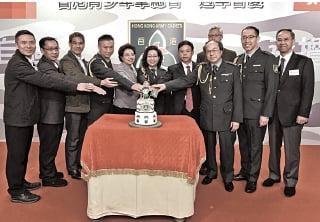 香港青少年軍總會除了由特首夫人梁唐青儀擔任總司令,多名高層同樣背景深紅。(青少年軍總會fb)