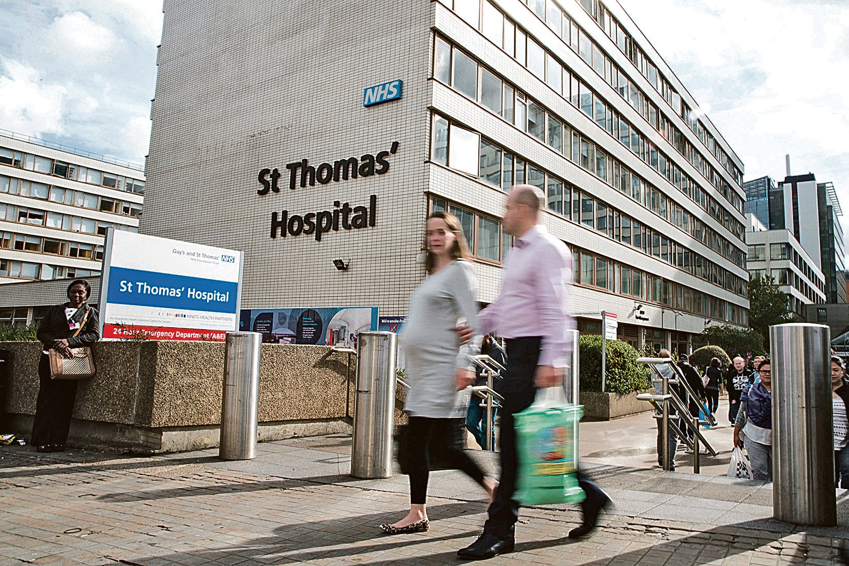 NHS為英國居民提供一系列的醫療保健服務,但這些服務並不完全向遊客開放。圖為英國的醫院。(Getty Images)