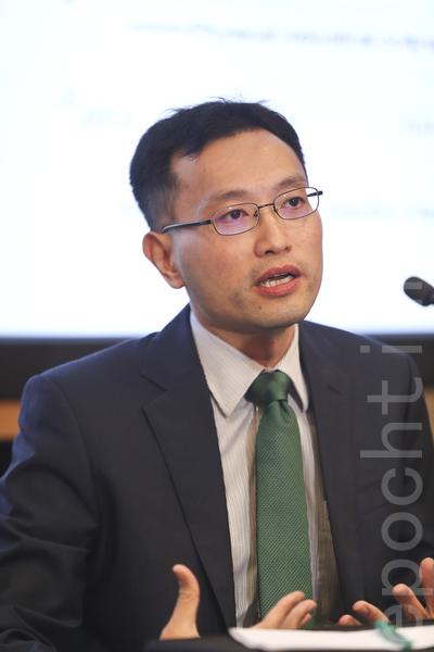 高盛資深中國經濟分析師鄧敏強表示,市場低估了加息的速度,認為至2018年美國將加息8次。(余鋼/大紀元)