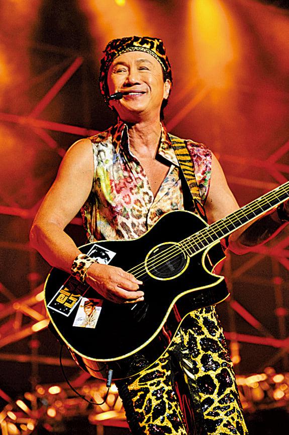 许冠杰《斤两十足》 2012演唱会5月26日在马来西亚云顶云星剧场开唱。(Star Planet星艺娱乐提供)
