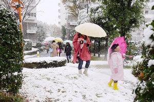 東京十一月落下初雪 民眾驚呼:太早了