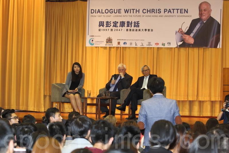 前港督彭定康訪港,連日來出席多場論壇講座。他昨晚到香港大學出席講座,並接受學生和校友提問。(蔡雯文/大紀元)