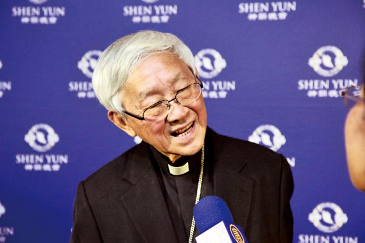 今年4月14日晚,陳日君樞機專程從香港搭機到台灣觀賞神韻演出。他除了讚賞演出精彩完美外,並表示,「神韻展示的是真理,很希望神韻也可以到香港去演出。」(大紀元資料室)