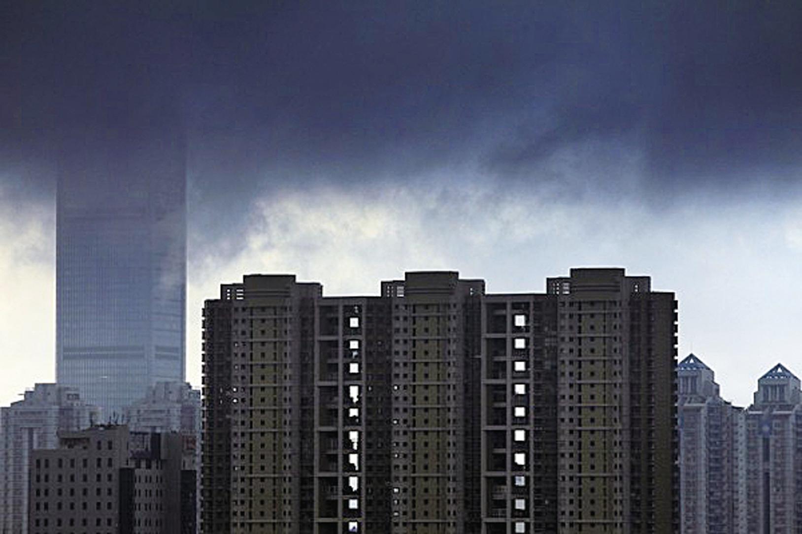深圳房價驚人,不吃不喝半年工資只夠買1平米。(ChinaFotoPress/ChinaFotoPress via Getty Images)