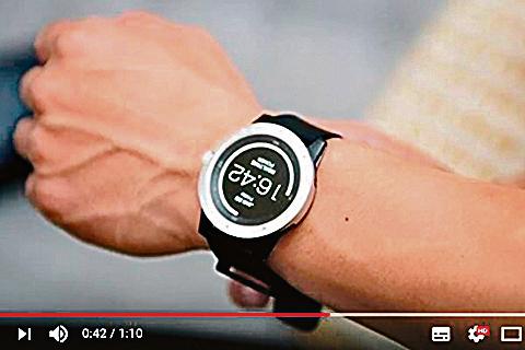 美國Matrix Industries公司開發出號稱全球首創的體熱驅動智能手錶。(視頻截圖)