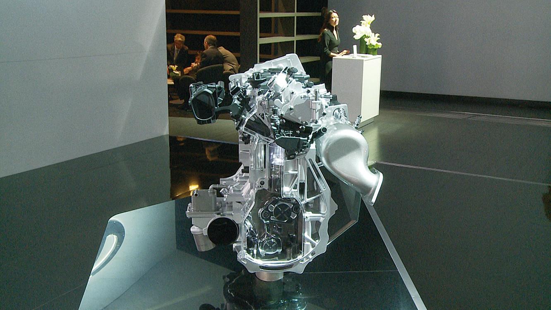 洛杉磯車展上的「Infiniti VC-Turbo」六缸引擎,讓可變壓縮比發動機實現工業生產的可能。(楊陽/大紀元)