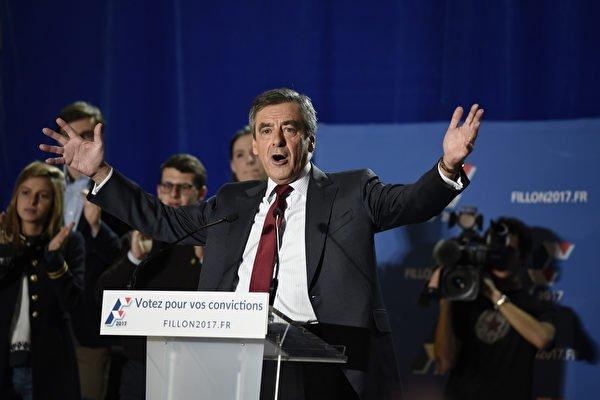 法國最新民調顯示,右派總統候選人菲永和極右派的馬琳勒龐,會於明年總統大選的首輪投票中拿下最多及次多票數,意即他們將進入第2輪投票,互爭誰能成為新任總統。(JEAN-PHILIPPE KSIAZEK/AFP/Getty Images)