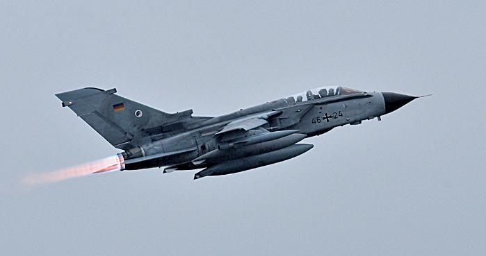 2015年12月10日,德國也加入打擊IS的隊伍,圖為德國旋風戰機從德國北部基地起飛。(AFP)
