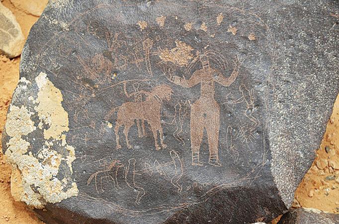 從石頭上的圖案可以看出,這裏曾經有人類和動物居住。(網絡圖片)
