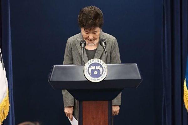 南韓三大在野黨今日(2日)再次商定最終達成共識,決定今日向國會提交針對總統朴槿惠(圖)的彈劾議案,並準備下周五進行表決。(中央社)