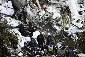 巴西足隊墜機前最後通話曝光 機師說沒油