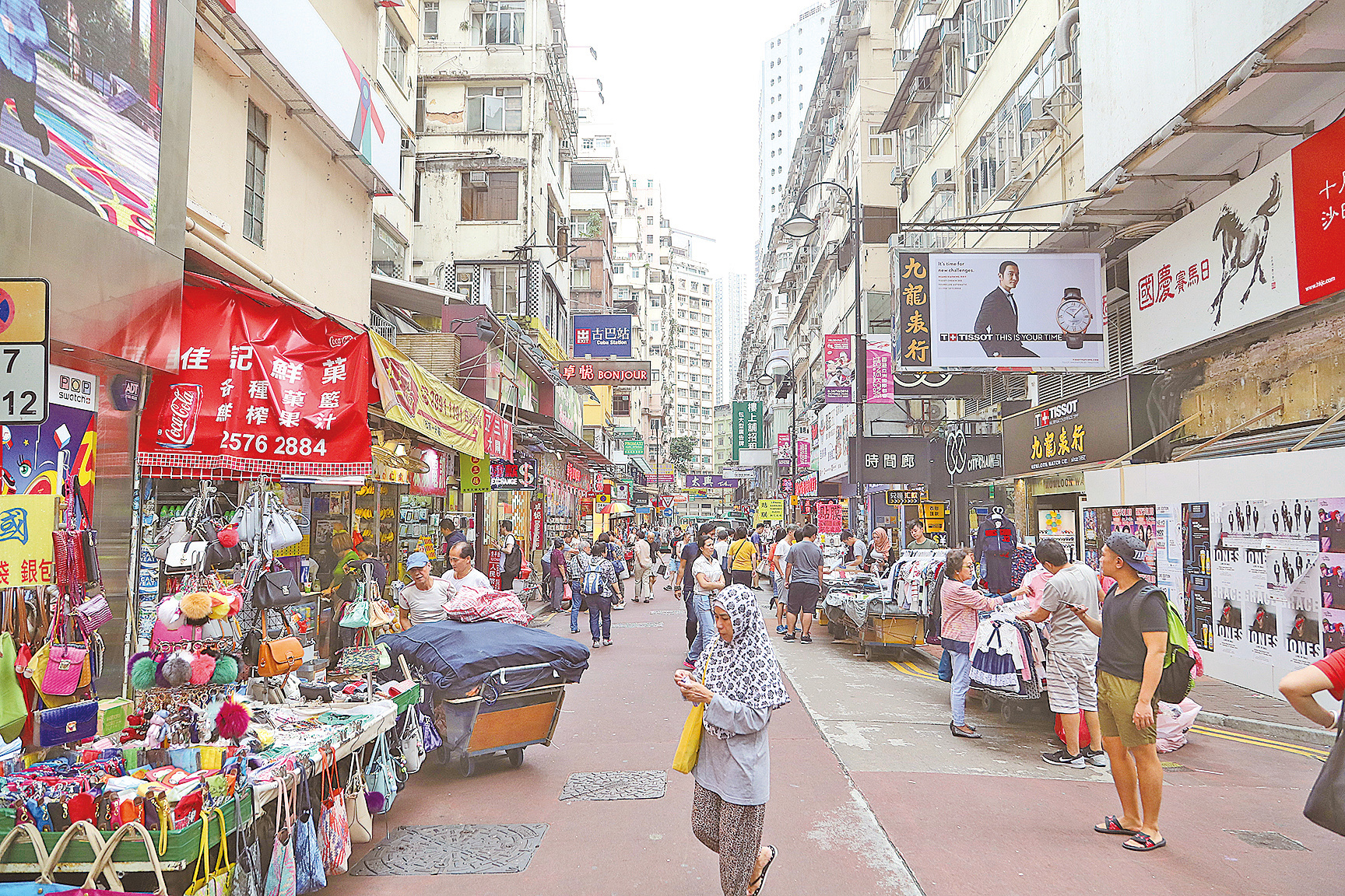 本港零售額連跌20個月,10月零售業總銷貨值臨時估計為361億元,按年跌2.9%。(大紀元資料圖片)