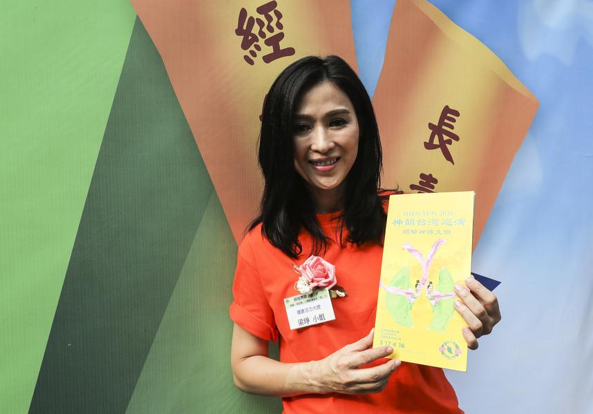 藝人梁琤倡議書簽名期待能在香港欣賞神韻精彩演出