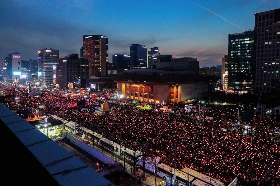 韓230萬民眾再上街頭怒吼