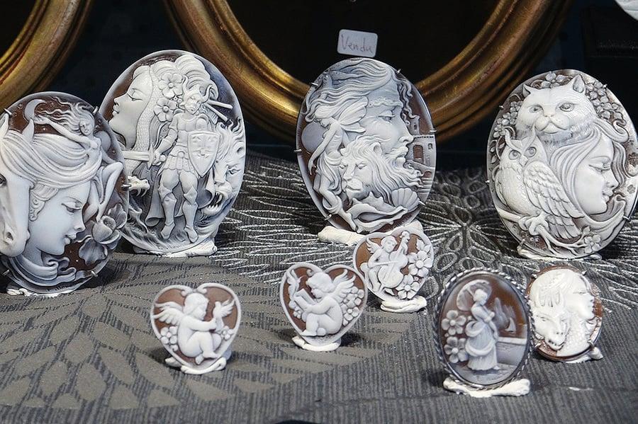 台灣姊妹在巴黎古董市場開店