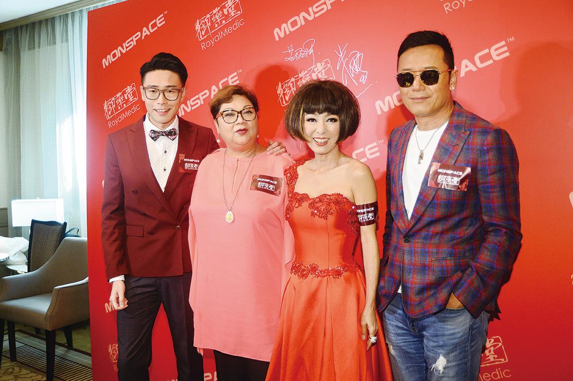 (右至左)苗僑偉、米雪、肥媽與陸浩明出席品牌代言簽約儀式。(宋祥龍/大紀元)