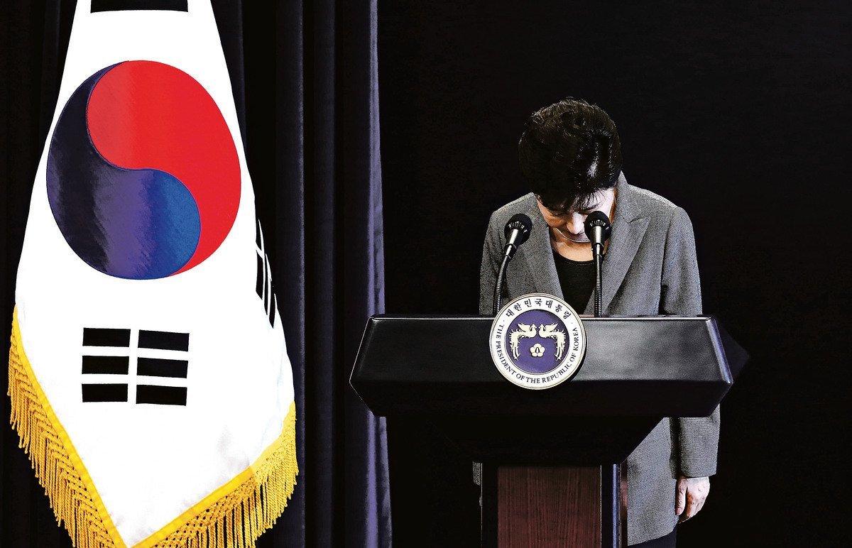 南韓朴槿惠總統今天表示,將接受執政新世界黨擬定黨的決議,在國會通過彈劾後,4月下台6月總統大選。(Getty Images)