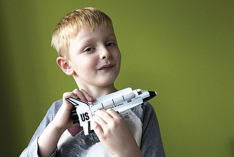 英國小男孩奧利弗‧吉丁斯想要寄張聖誕賀卡給火星, 寫信給英國皇家郵政局詢問郵資, 郵局為此求助美國太空總署(NASA), 最後得到一個驚人回覆。(AFP PHOTO/ROYALMAIL/CHRIS BULL)