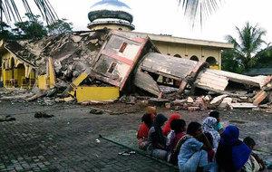印尼亞齊省6.5級強震 最少97死大量建築物倒塌