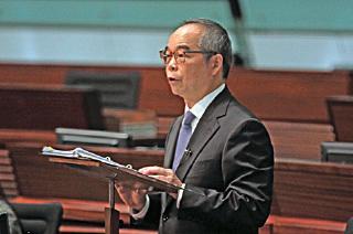特首夫人梁唐青儀任總司令的香港青少年軍獲快速批地撥款,民政事務局局長劉江華被指執行梁振英政治任務。(蔡雯文/大紀元)