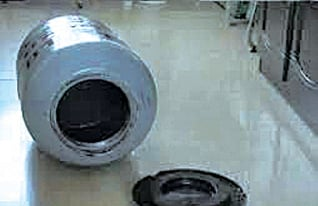 江西贛州市公路局前局長李國蔚家裏有一個定製的煤氣罐,用來窩藏數百萬贓款。(視頻截圖)