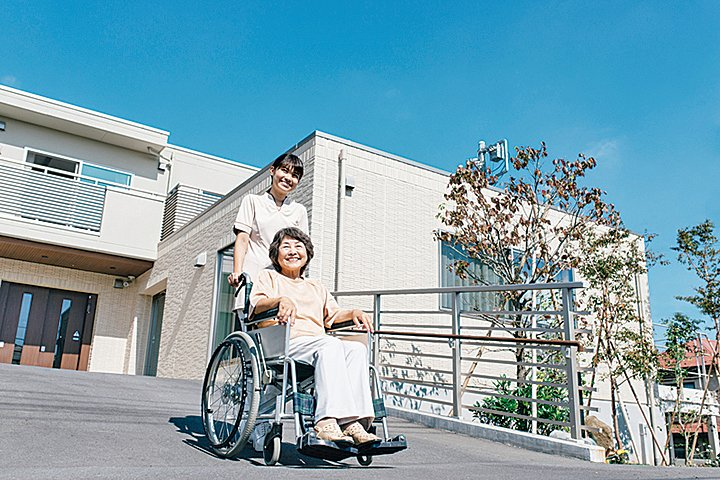 日本通過一項法案將有助於留學生、實習生在護理等領域的就職。(PIXTA)