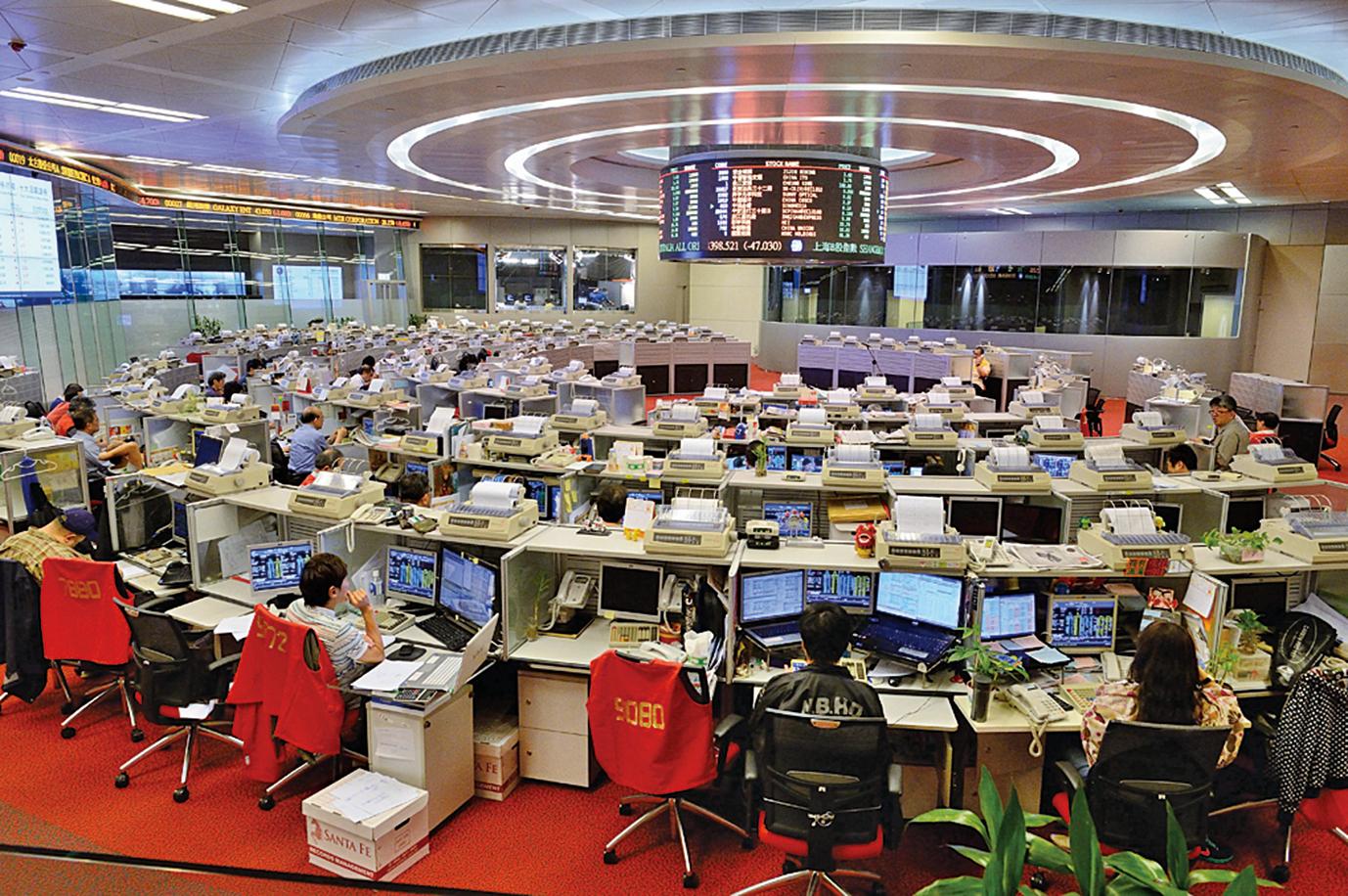 市場憂慮大陸加強險資監管,引發A股跳樓式急跌,拖累港股跌327點。(大紀元資料圖片)