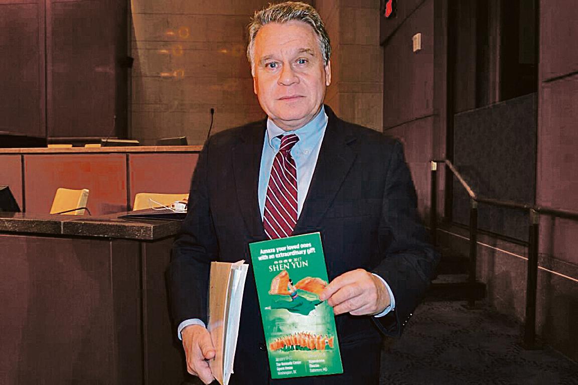 美國國會及行政當局中國委員會(CECC)主席史密斯(Chris Smith)支持港人呼籲在香港可觀看神韻演出的倡議。(林帆/大紀元)