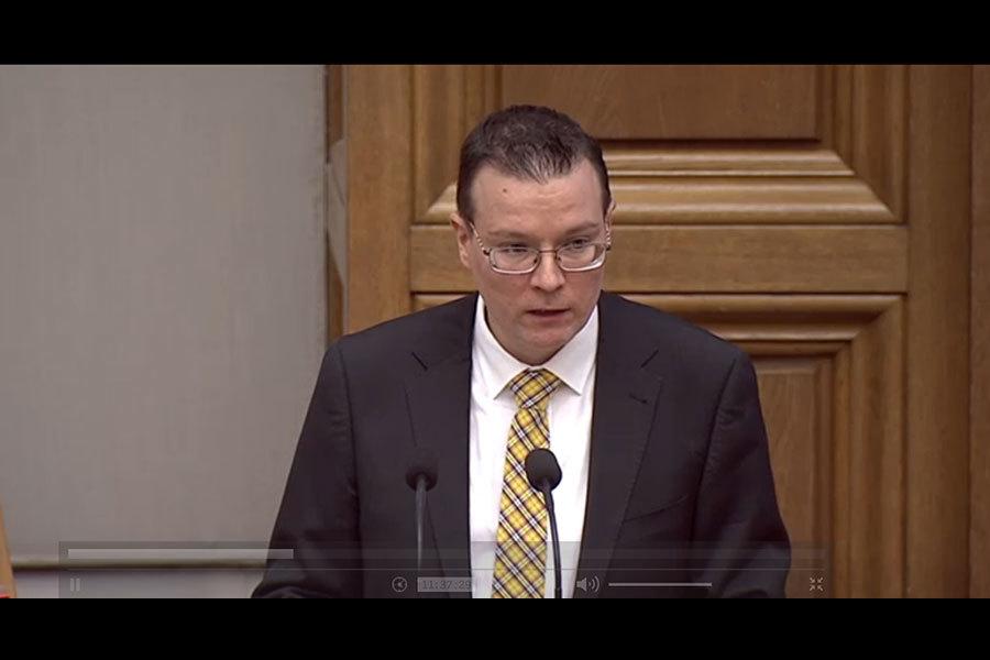 丹麥人民黨(Danske Folke Parti)議員肯尼斯克里斯坦森・拜特(Kenneth Kristensen Berth)發表演講。(丹麥議會網頁錄像擷圖)