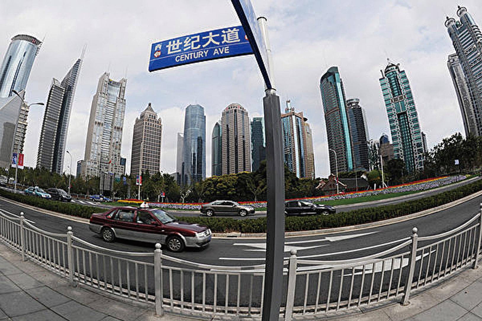 在大規模刺激方案下,中國今年有望實現6.5%至7%的經濟增長目標。(AFP PHOTO/Mark RALSTON)