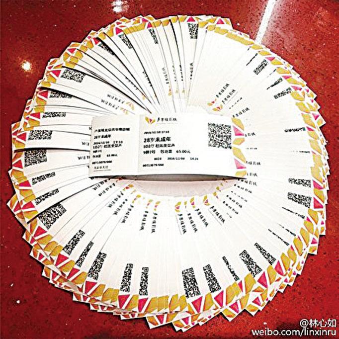 林心如買下一疊電影票,以行動力挺老公新片。(林心如微博)