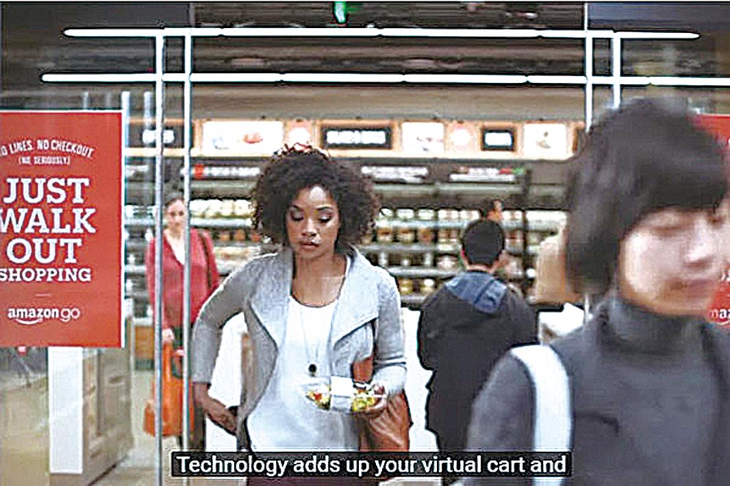 亞馬遜近日公佈一個視頻,在西雅圖總部開設一家無須排隊付款就能拿著東西離開的雜貨店。(視頻截圖)