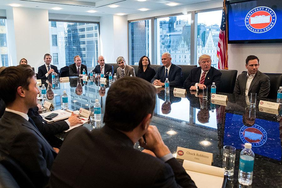 特朗普去年12月14日與科技公司高管舉行會議。(Drew Angerer/Getty Images)
