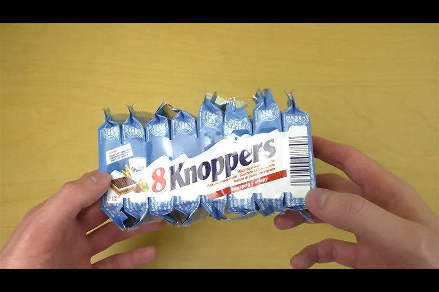 一種本來不出名的德國餅乾Knoppers,忽然在中國火了起來,被國內網店評為「最好吃的威化餅」。(視像擷圖)