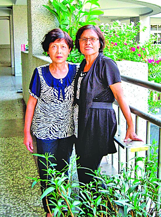 絕處逢生的彩銘(左)和曾照顧她的看護賴女士。(明慧網)