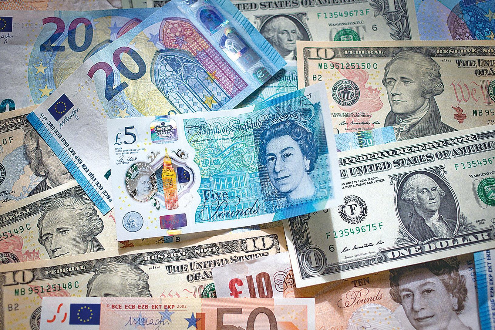 據人民銀行公佈的11月金融數據顯示,中國外幣存款按月大幅增加204億美元,餘額較去年同期增幅達11%。(Getty Images)