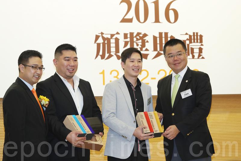 奪得創業獎同時獲得最佳財務管理創業大獎及最佳市場營銷創業大獎。(余鋼/大紀元)