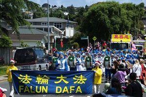 新西蘭法輪功團體參加聖誕遊行